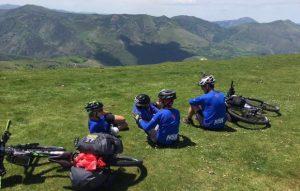 Caminho de Santiago de Compostela de Bicicleta: Grupo de bicicleta nos Pirineus do Caminho Francês