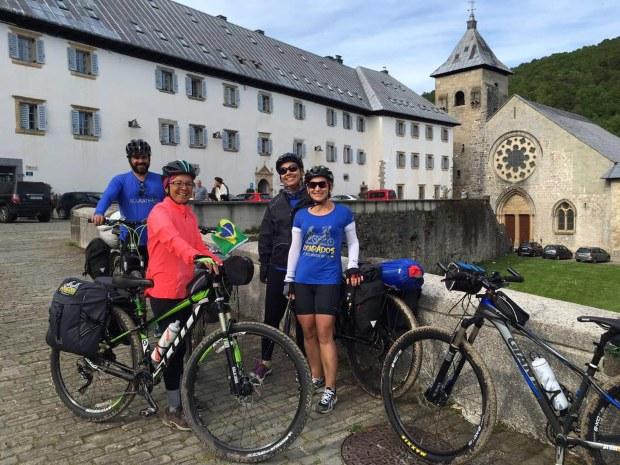 Caminho de Santiago de Compostela de Bicicleta: Peregrinos em Roncesvalles, no Caminho de Santiago