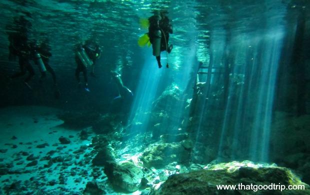 Mergulho no Cenote Dos Ojos, México