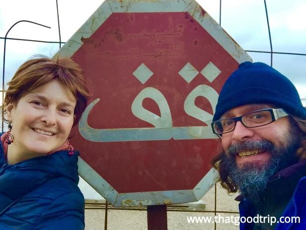 asilah, marrocos: placa de trânsito