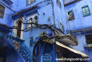 conheca a cidade azul do norte do marrocos