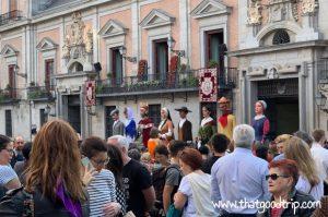 Festa de San Isidro em Madrid: gigantes e cabeçudos na Plaza de la Villa