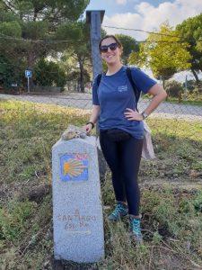 Caminho de Santiago de Madrid: Camila em um mohón do caminho