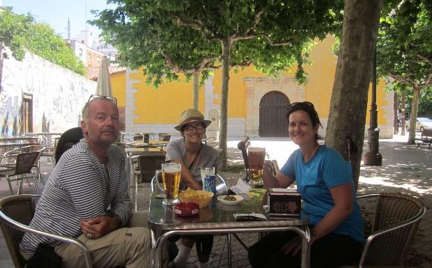 Quanto custa fazer o caminho de Santiago: cerveja com os peregrinos
